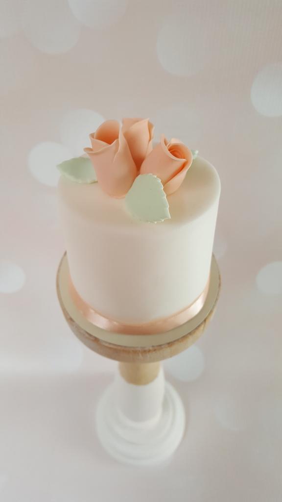 Mini cake Rosebud €22,50 per stuk